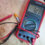 Как измерить ток и напряжение мультиметром?