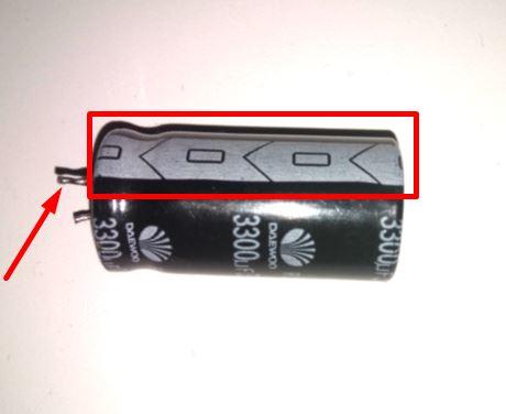 обозначение минусового вывода электролитического конденсатора