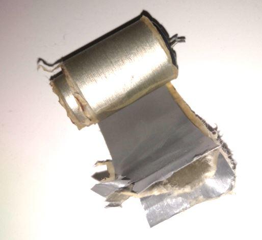 что внутри электролитического конденсатора