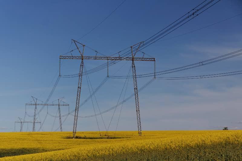 Линии электропередач около полей